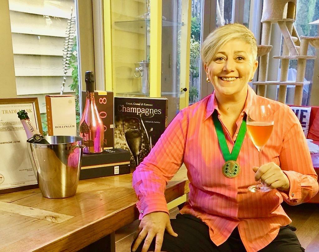 ChampagneJayne, dame chevalier de l'Ordre des Coteaux de Champagne, une spécialiste de la Champagne en Australie.