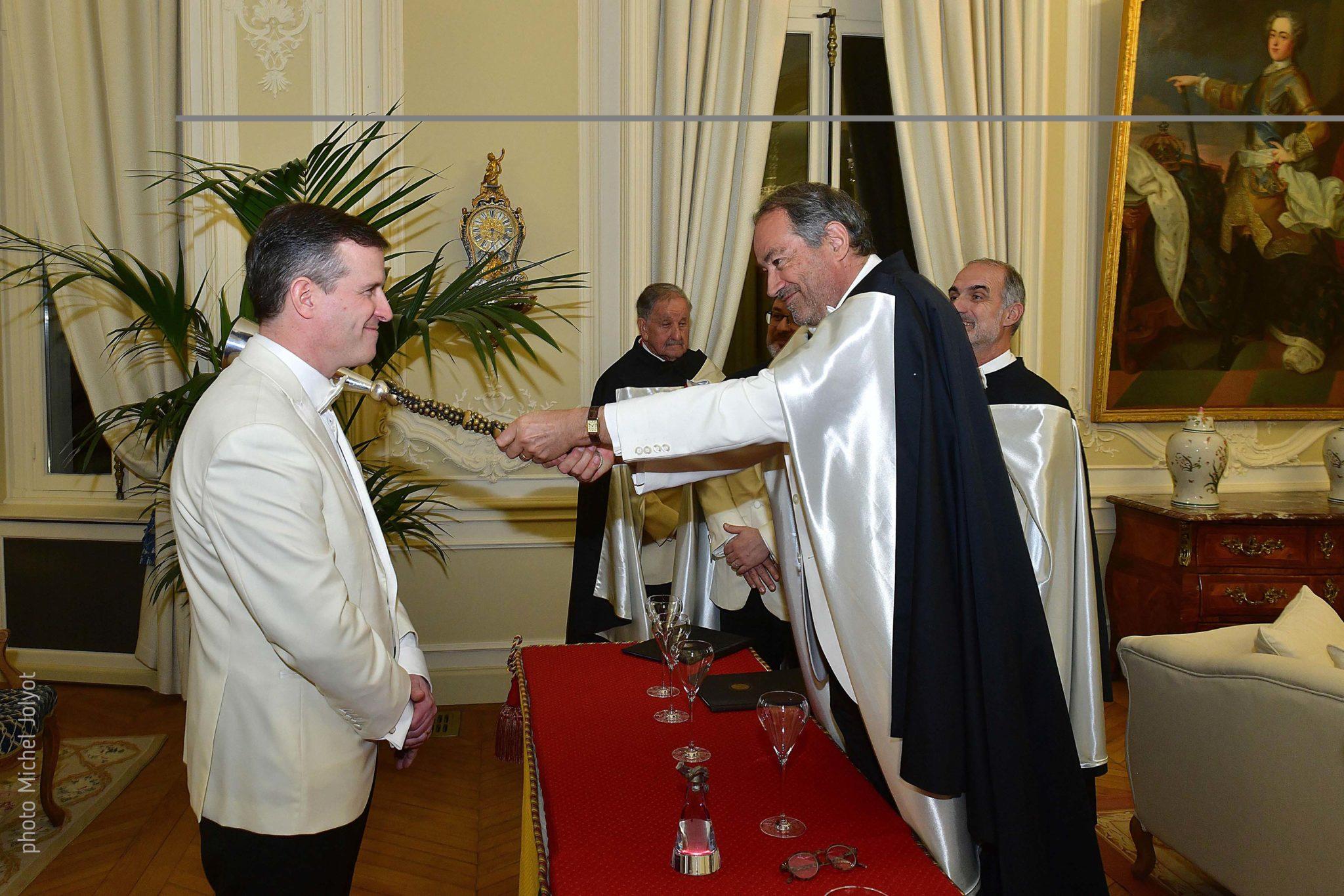 Gilles de la Bassetière devient l'un des dignitaires de l'Ordre des coteaux de Champagne.