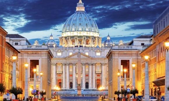 Les » neufs» flacons de champagne du Vatican !